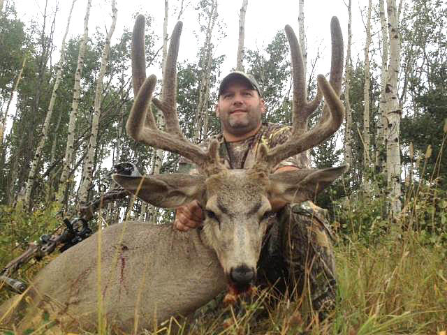 Mike's Outfitting Mule Deer Bowhunting